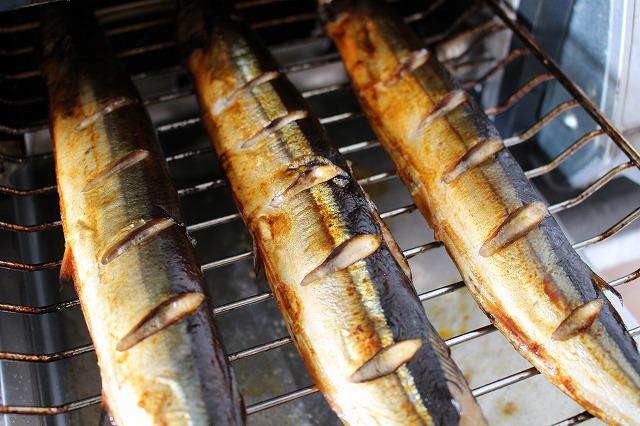 魚焼きグリルでさんまを焼く